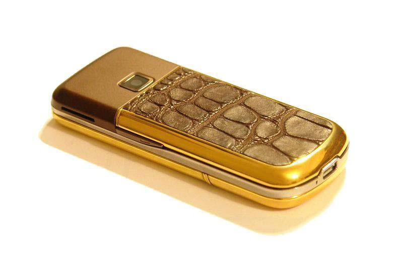 MJ - Nokia 8800 Gold Arte Leather Diamond Limited Edition - Crocodile Leather (Cayman Skin), Gold Case, Diamond Keyboard.