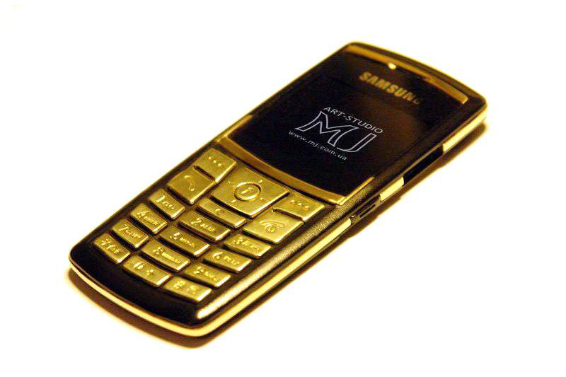 MJ - Luxury Samsung x820 Super Slim - Gold Phone 750 - 18 Carat, Inlaid Diamonds